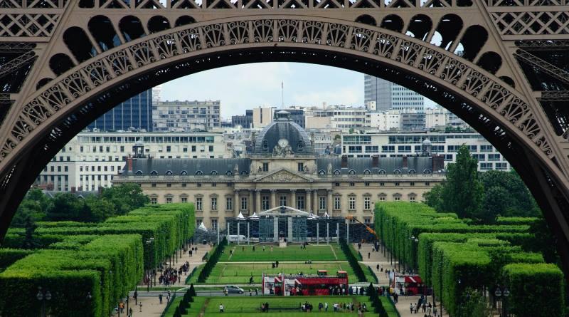 3 名半島電視台記者在巴黎放飛無人機被捕
