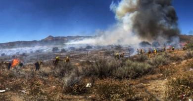 加州山火燒不停 航拍機亂飛惹禍