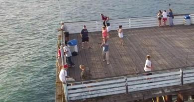 去海邊垂釣,識釣嘅一定係釣無人機!