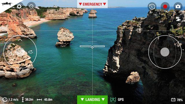 《Parrot Freeflight 3》無人機模式的操控介面,飛行速度、高度等資訊一目了然。 因應無人機的功能,《Parrot Freeflight 3》提供度身設計的操控主介面。