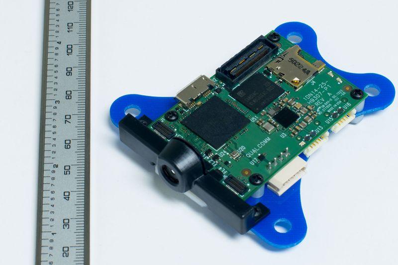 高通宣稱一塊面積小小的 Snapdragon Flight 微型主板,已提供無人機必備的攝影、導航和訊號傳輸功能。