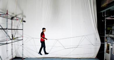 無人機進軍建造業 半空織出行人吊橋