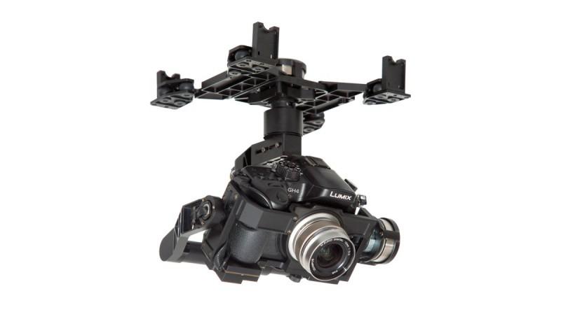 DJI 之前的 Zenmuse 系列產品,純粹是電動雲台,航拍玩家需另行裝配單反或無反相機。圖中所用的相機是 Panasonic GH4 無反相機。
