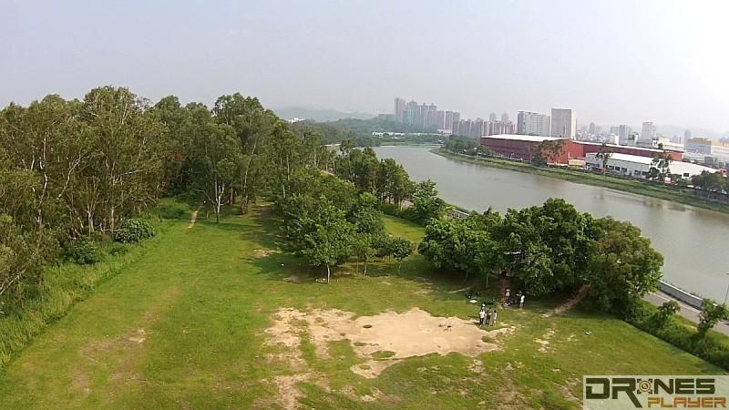 在南生圍進行航拍,不但可拍到山貝河,甚至連元朗工業邨亦可盡收眼底。