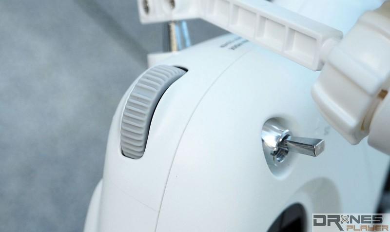 DJI Phantom 3 Standard 只留一個機頂撥輪,用來調校鏡頭角度,效果順滑流暢。