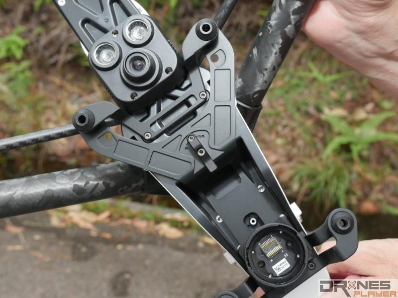 Inspire 1 Pro 機底為重量提升的 X5 多加了大型減震板。