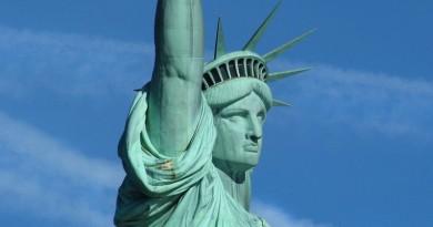 航拍公司駕無人機飛近自由神像 重罰 190 萬美元!