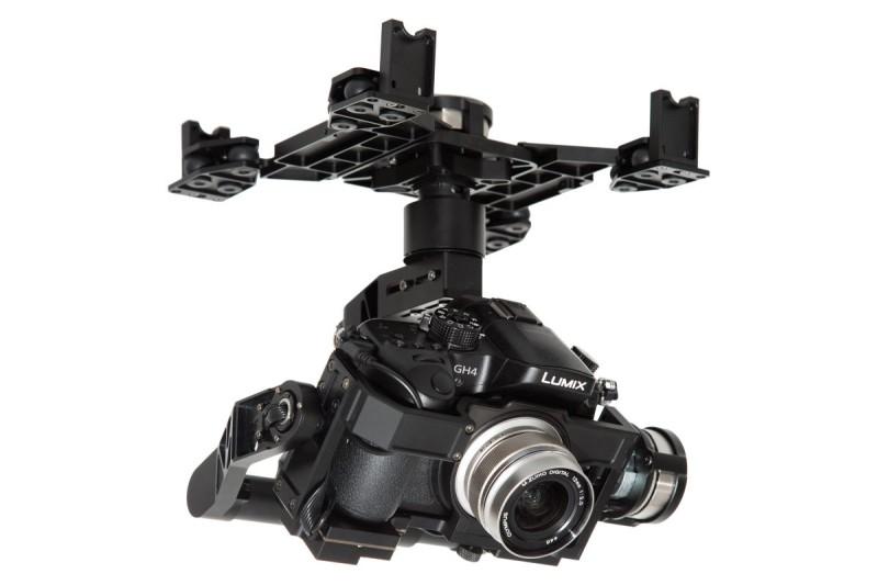 Panasonic LUMIX GH4 廣為職業攝影師採用,配件繁多。