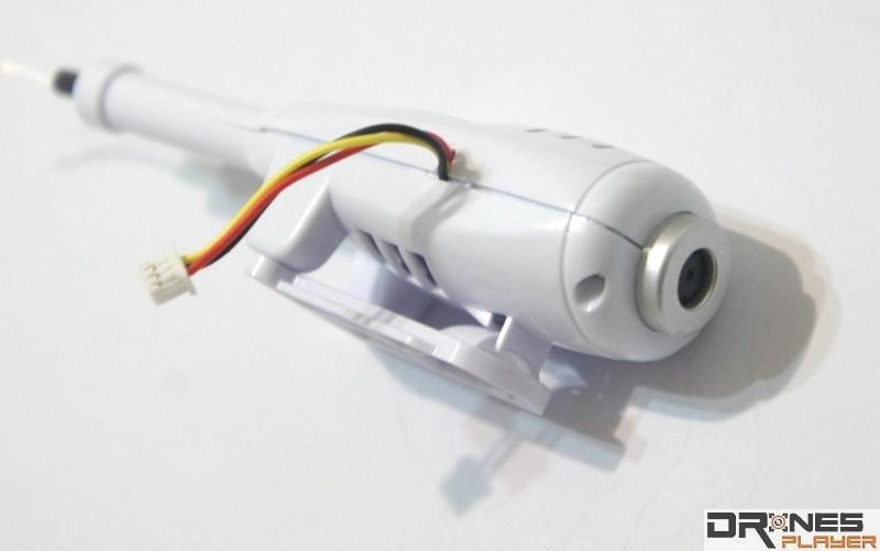Syma X5SW 鏡頭以獨立模組方式安裝到機底,經由機身取電。