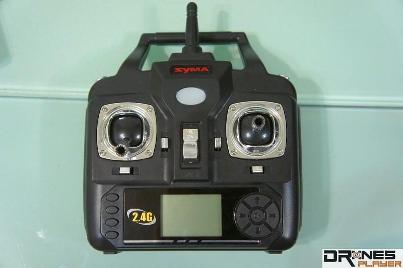 Syma X5SW 遙控器介面設計極盡簡化。