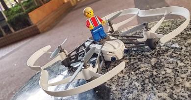 LEGO人偶搭載!Parrot Minidrones Airborne Cargo 飛航測試
