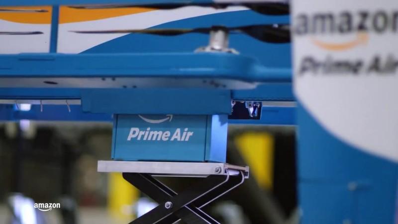 第二代 Amazon Prime Air 無人機把貨物置於機底。