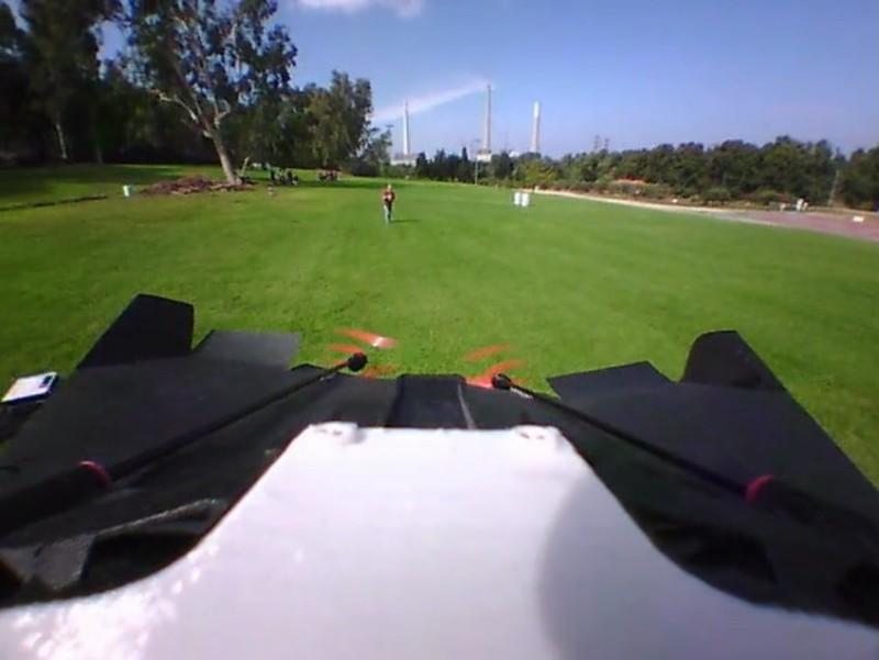 用戶又可 180 度扭轉 PowerUp FPV 的航拍鏡頭,實行自拍機體!