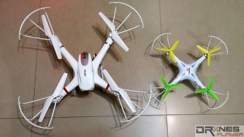 MJX X101 (左) 機身達 52.5 x 52.5 x 18.5cm,比 Syma X5SW (右) 大上不少。