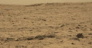 火星上除液體水外,竟然還有金屬無人機?!