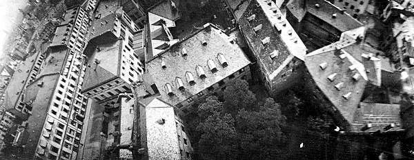 Julius Neubronner 的飛鴿空拍作品,拍攝當時樓房屋頂。