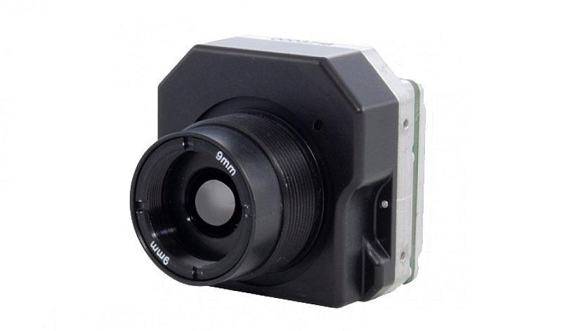FLIR Tau 2 是專為無人機及手提裝置而設的小型攝影裝置,機身約為兩部 GoPro HERO 運動相機般的大小。