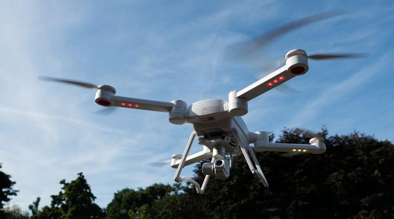 ProDrone Byrd 空拍機在天空飛行時的姿態。