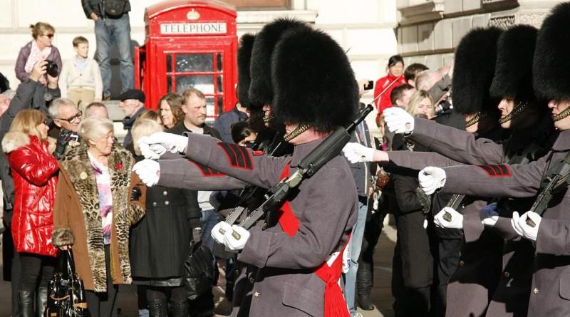 倫敦都市警部於追憶周日試用「反無人機防衛系統」
