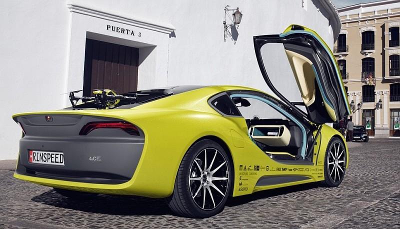 如將 Rinspeed Σtos 停泊於路邊,不知引擎蓋上的無人機會否被人偷走呢?