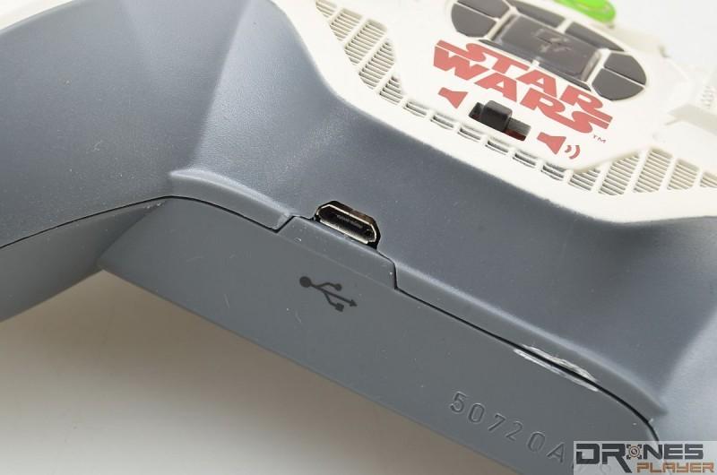 控制器設有 micro USB 接口,連接USB 線後,可為千歲鷹號四軸機充電。