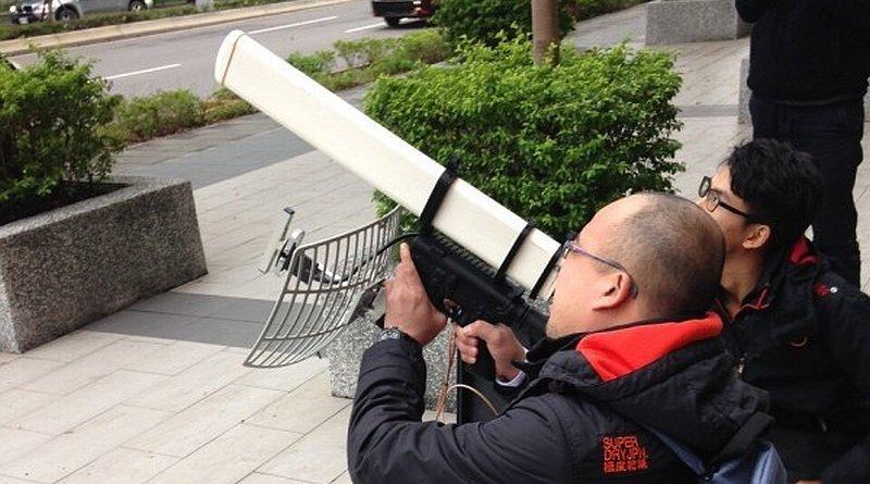 台北警方利用地對空電磁炮狙擊無人機