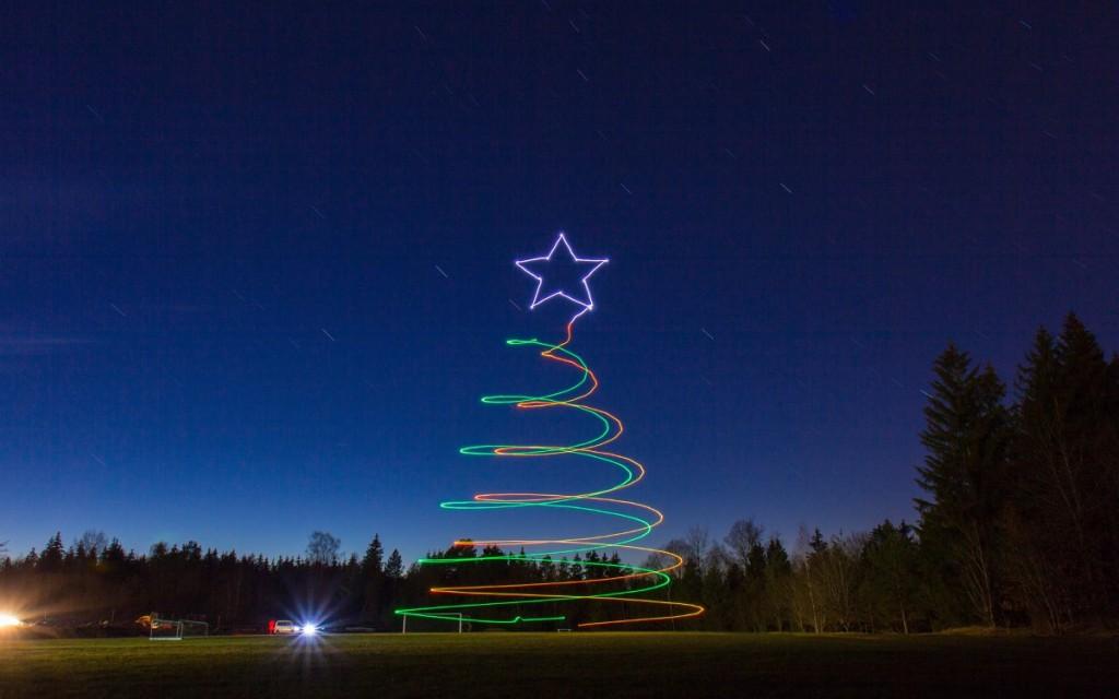 Ascending Technologies 光影塗鴉:聖誕樹連星星