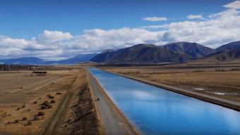 紐西蘭的廣闊田野與藍天白雲。