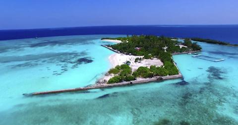 馬爾代夫無比清澈的碧綠海洋。