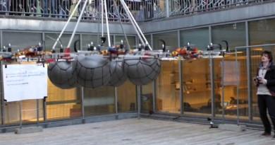 8 部飛行器合體!巨型無人機創下最高負載力世界紀錄