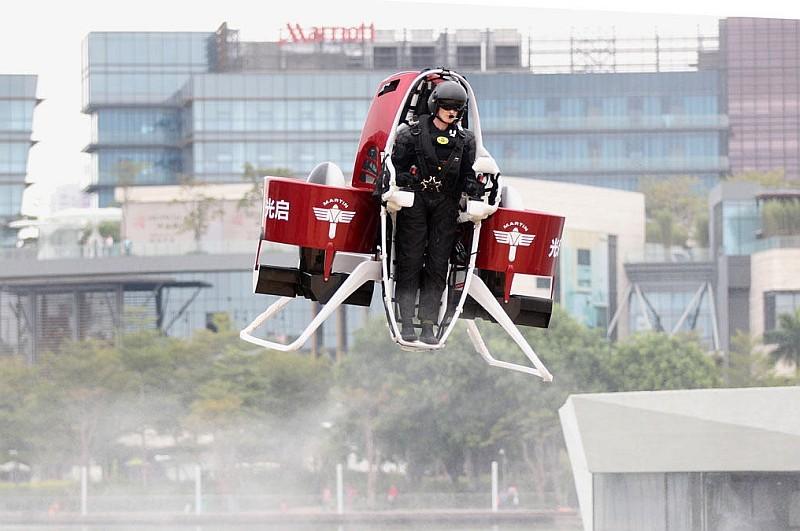 另一款火箭背包 Martin Jetpack 已獲杜拜政府採購,將應用於消防作業上。