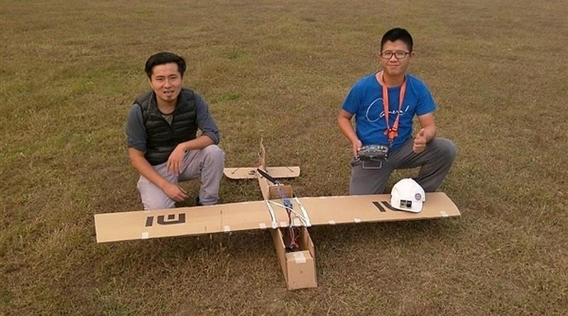 獲小米執行長雷軍加持的小米電視機紙箱無人機之相片。