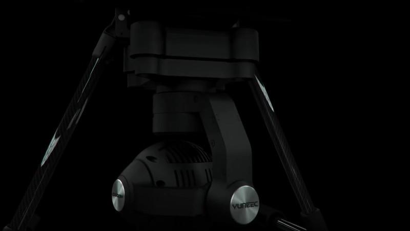 Yuneec CGO3+ 的空拍鏡頭可轉向大後方。