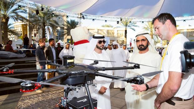 阿聯酋領導人兼阿卜杜拉總理 Sheikh Mohammed bin Rashid Al Maktoum(右二)親臨現場觀賽及頒獎。