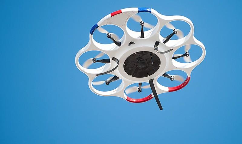DAx8 無人機能進入雲層實施人工降雨。