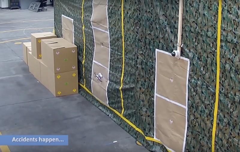 測試時無人機偶而會撞上牆壁。