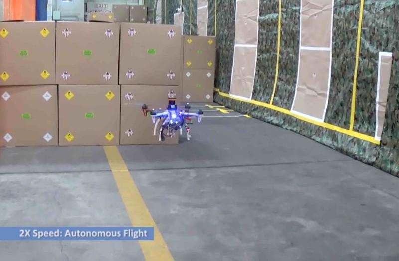 DARPA FLA 無人機遇到障礙物時,能自行左閃右避。