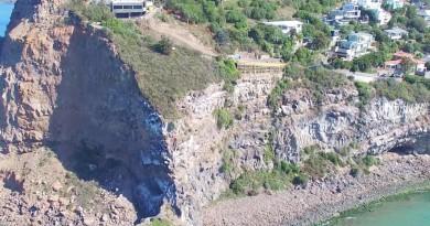 紐西蘭 5.7 級地震引發懸崖坍塌 空拍山體消失實況