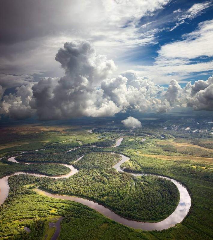 空拍攝影二分法構圖:天、地兩分,各佔其半。(圖片來源:ShutterStock.com)