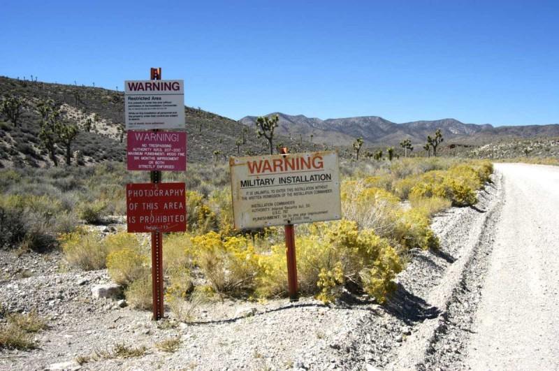 有不少路牌禁止進入 51區範圍。