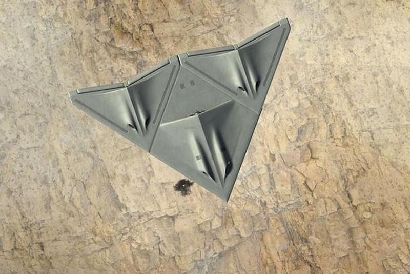 三一變形無人機 Transformer 合體後的模樣:變成一個大三角形的飛行器。
