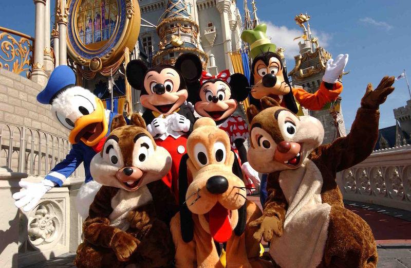 早前迪士尼曾暗示,有意在美國加利福尼亞州和佛羅里達州的迪士尼樂園,利用無人機在空中繪出迪士尼卡通人物(很有機會是米奇老鼠)的影像,作為夜間表演節目。