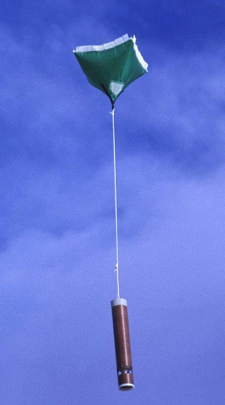 目前氣象學家測量近地的風暴狀況多數採用「投落式探空儀(dropsonde)」,但操作上限制頗多。