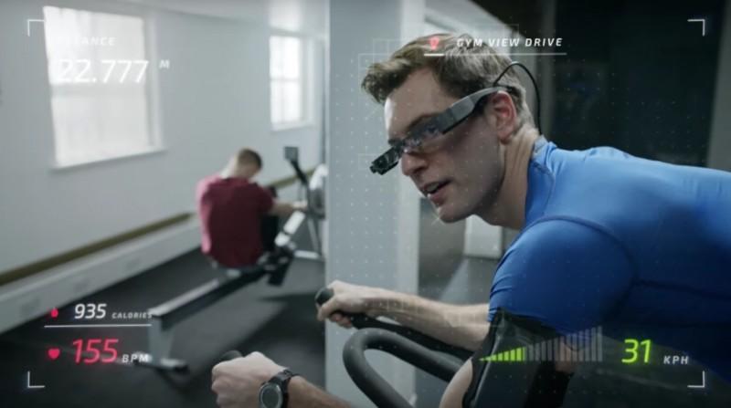 Moverio BT-300 可於運動時展示心跳、速度和距離等數據。