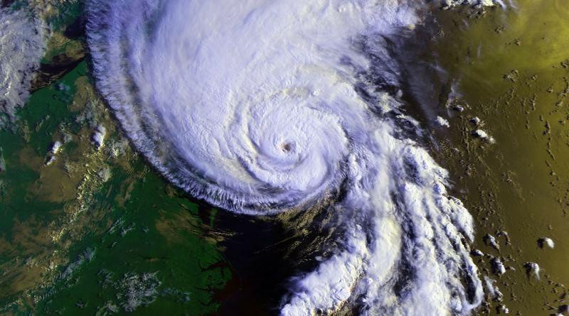 NOAA 為求了解風暴的結構,計劃派出 Raytheon Coyote 無人機深入險地搜集數據。