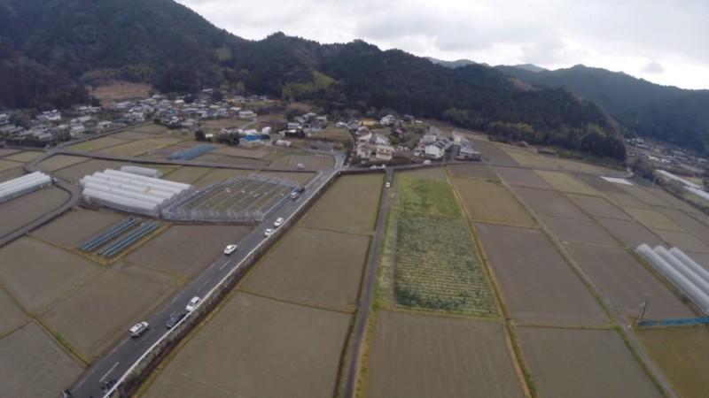 無人機跨越 500 米農地,為一名 80 歲公翁送上麵包、牛奶、雞蛋。