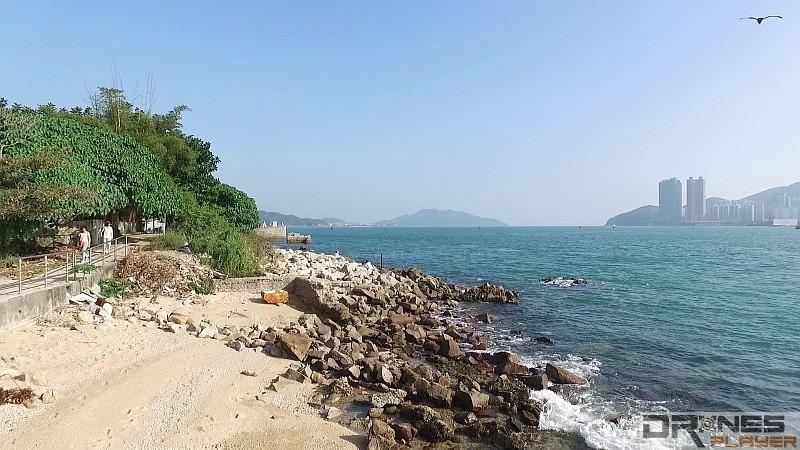 DJI Phantom 3 Professional 如降至 1080p 高清拍攝,岸邊礁石的影像依然非常細緻。