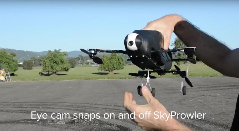 安裝在 Skyprowler 機鼻的航拍相機 Eye 能隨時拆下來。