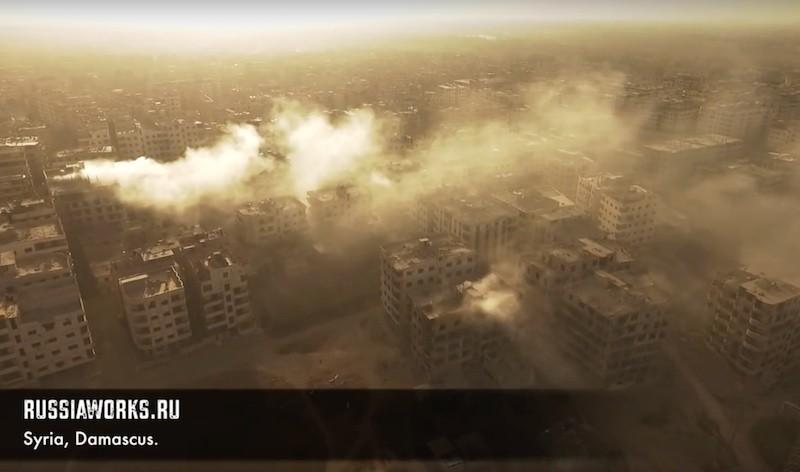 大馬士革被空襲後冒出白煙。