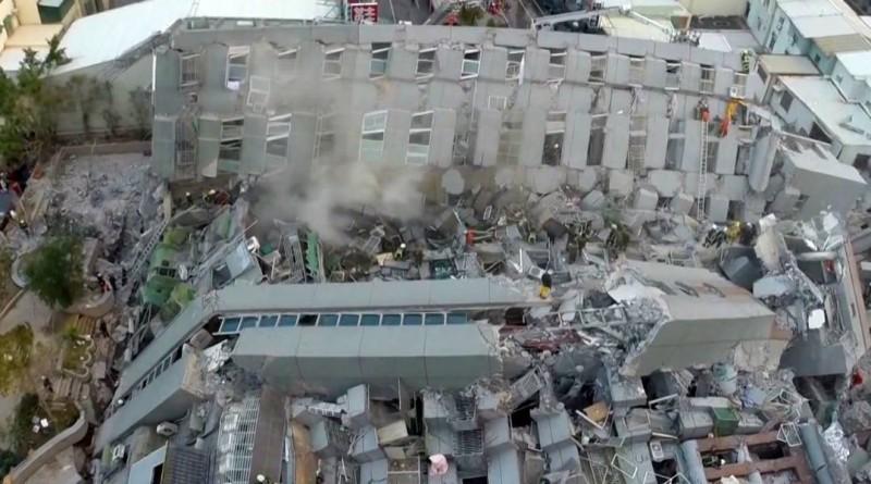 台南維冠金龍大樓倒塌空拍畫面曝光